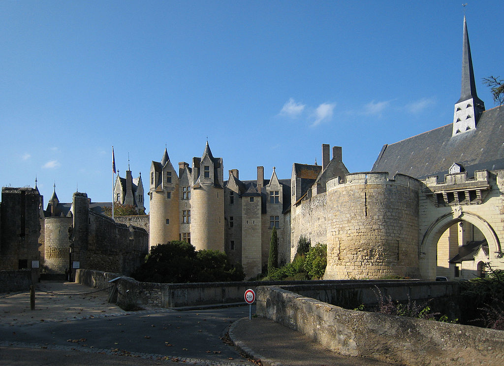 1024px castle montreuil bellay 2007 01